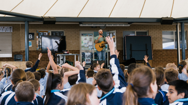 Image for Singer-Song Writer Engages Students